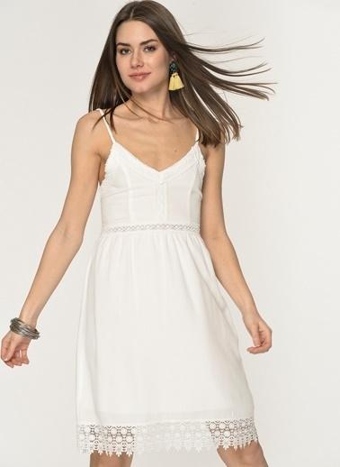 9a778d446e6a8 Loves You Eteği Dantelli Krinkıl Askılı Elbise Beyaz ...